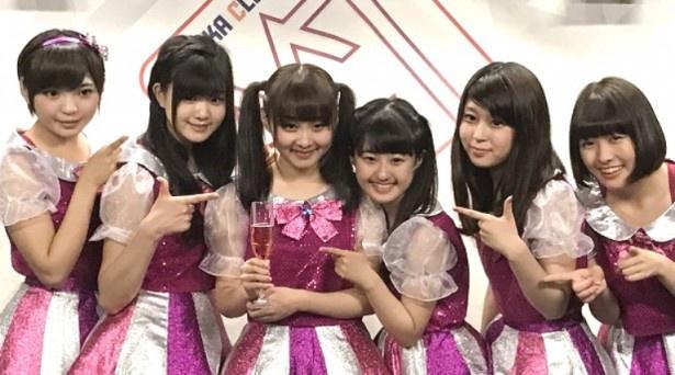 高橋優里花(左から3番目)が7月22日に20歳のバースデーを迎えた