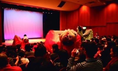 公演の前座として獅子舞が両日ともに登場!