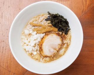 魚介スープに極太麺を合わせた「背脂煮干ラーメン」(750円)