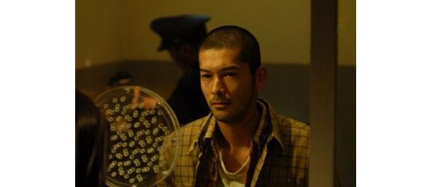 劇中では、心に憂いを秘めた死刑囚・南木野淳を熱演