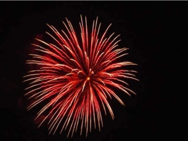 浜崎海岸に降り注ぐ花火をゆったり観賞!