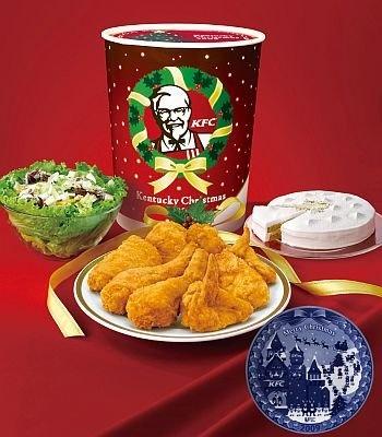オリジナルチキン8ピースとサラダ、キャラメルナッツケーキにクリスマス絵皿がセットになったケンタッキーの期間限定「パーティバーレル」(3880円)