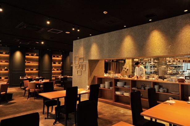 店内は重厚感のあるインテリアでプレミアムな空間/Akami Modern Chop House