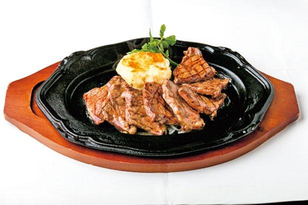 「チャックステーキ(ダブル)」(2138円)。背中から肩にかけての部分で、筋がなく柔らかい/ステーキ食堂BECO 福島店