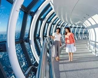 高さ450mにある東京スカイツリー(R)の天望回廊で空中散歩を楽しもう