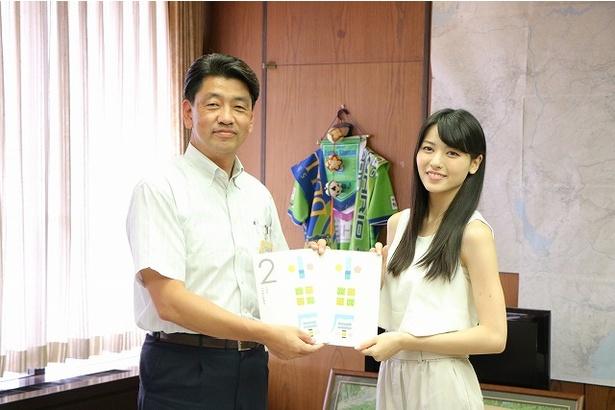 小田原市長を表敬訪問した矢島舞美
