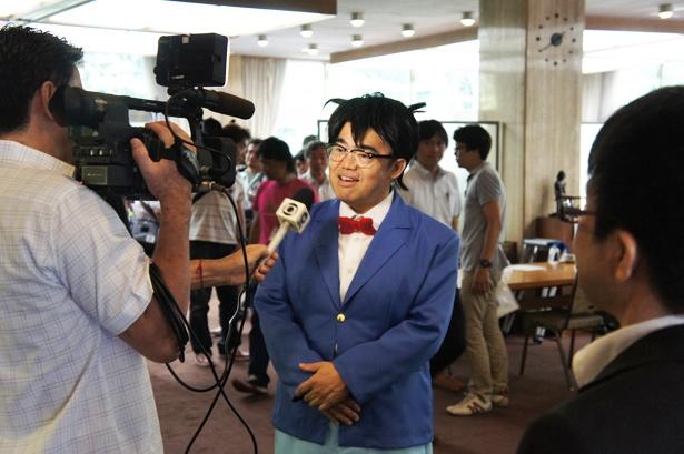 2014年開催時は「名探偵コナン」の「江戸川コナン」のコスプレを披露(中央)