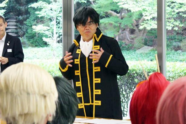 【写真を見る】「銀魂」の「土方十四郎」のコスプレを披露する大村知事