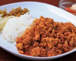 ひき肉とれんこんのカレー(800円)。鶏ミンチは煮込んだものと炒めたものの2種を使用。れんこんの食感が心地よく食べ進めるごとにスパイスの香りが楽しめる