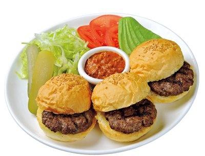 「MOON CAFÉ」の「HONMOKU ベビームーンバーガー」(1400円)は、添えられたトッピングでオリジナルな味で食べよう