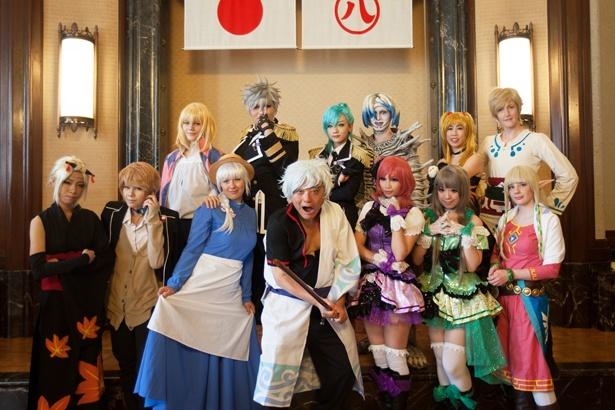 2014年開催時は「銀魂」の「坂田銀時」のコスプレを披露(中央)