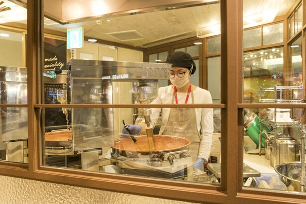 キャラメルキッチン/ホームメイドキャラメルは、毎朝店内の銅釜でスタッフが炊き上げる