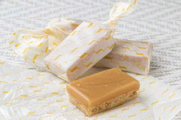キャラメルキッチン/キャラメルビスケットは一番人気のバターのほか、オレンジピール入りのチョコ、ストロベリーを用意。8個入り1080円~
