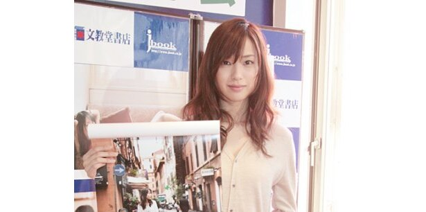 カレンダーには戸田恵梨香の大人っぽい表情が満載