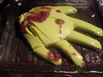 ゾンビの手は、抹茶のババロアと小倉ソースが意外とイケる(遊麗)