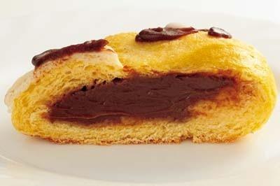 「寅パン」の中身は、甘いチョコレートクリーム!