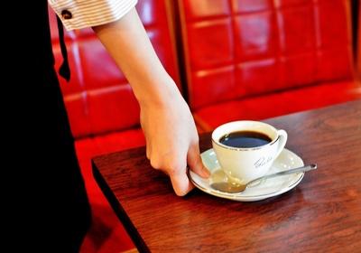 じっくり抽出したコーヒーは、現社長が毎朝試飲して味を確かめている