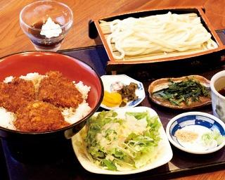 「たっぷりソースカツ丼セット」(1180円ランチのみ)はボリ ューム満点!ソースカツ丼は群馬・桐生の名物だ