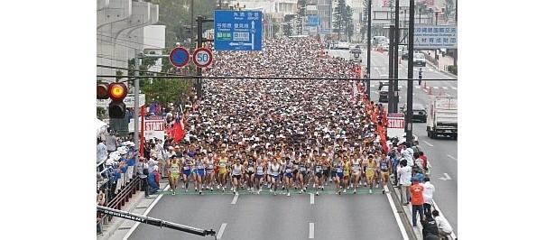 NAHAマラソン2009のスタートの様子。沖縄にこんなにたくさんの人が全国から参加している