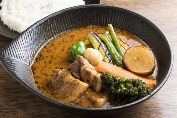 スープカレーlavi 新千歳空港店/脂身が甘く、ジューシーな真狩産ハーブ豚を使った「角煮 to 野菜カレー」