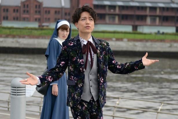 「あいの結婚相談所」では、舞台ではなく、あらゆる場所で歌い踊る山崎育三郎の魅力がたっぷり!