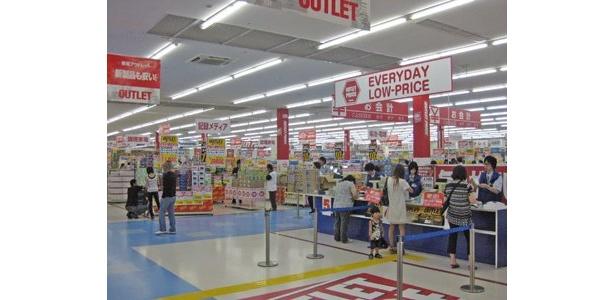 西日本最大級の広さの売り場は、ゆったりとした通路で清潔な印象
