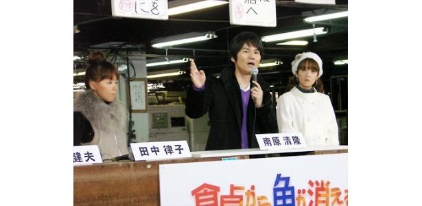 制作発表記者会見で番組の見どころを熱く語る南原清隆(中央)