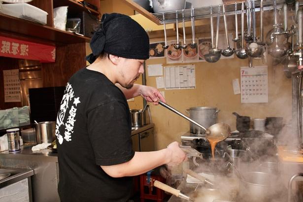 竹本商店 海老麺舎 札幌伊勢海老麺処/店長の高杉龍自さん