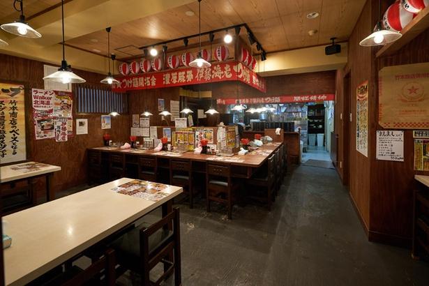 竹本商店 海老麺舎 札幌伊勢海老麺処/ちょうちんが並ぶ店内はお祭り気分が味わえる