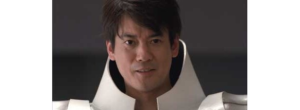 デビュー当時、「仮面ライダー」や「戦隊シリーズ」などのスーツアクターの経験があるだけに、決めポーズは完璧の唐沢さん
