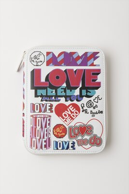 【写真を見る】アルバムなどで使用されたロゴやビジュアルを組み合わせた「LOVE ME DO」