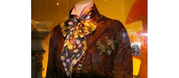 細かな装飾が綺麗。衣装デザインは『シザーハンズ』(90)以来、ティム・バートン作品を担当するコリーン・アトウッド