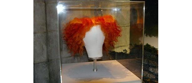 帽子とカツラは「オレンジ色」がキーワード