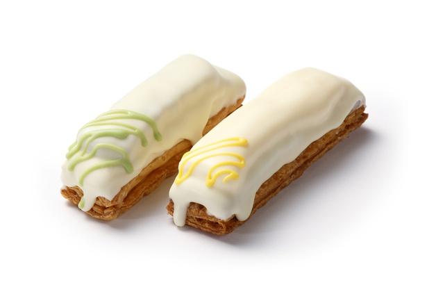 北海道の雪山をイメージした「Pali PIE」(各216円)。バター100%のパイ生地をホワイトチョココーティング。左が北海道十勝産の小豆の粒あん、右にはカスタードがイン