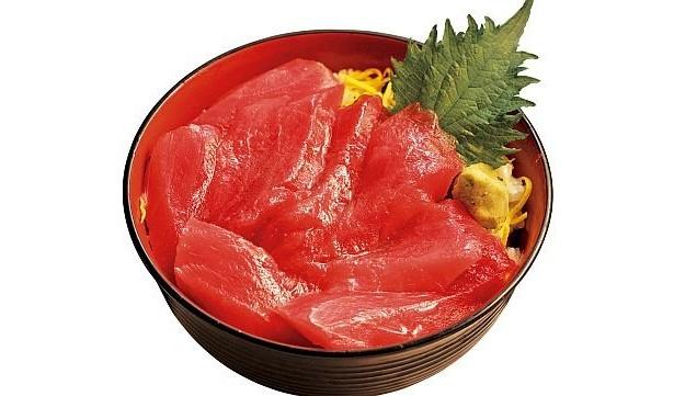 マグロ専門の卸問屋「恵水産」が営む丼屋「又こい家」の「鉄火丼」(700円)。仕入れ状況にもよるが、天然インドマグロを使用