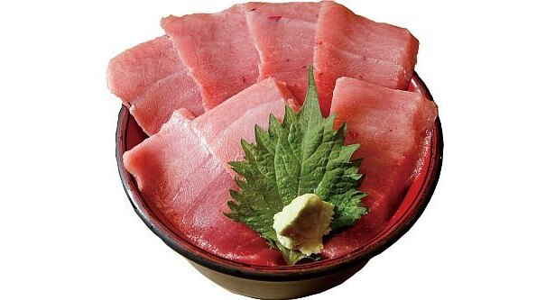 場内でも一、二を争う海鮮丼の行列店「仲家」の「とろ丼」(1600円)。天然本マグロの中トロの脂は、濃厚でありながら後味さっぱり