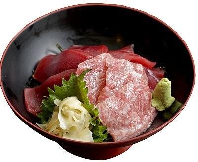 創業約100年の魚卸問屋三代目が手掛ける創作和食店「hahu」の「トロの鮪の鉄火丼」(2300円)。美しいサシの入った本マグロの大トロと赤身を使用