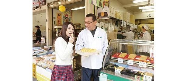 「丸武」の3代目店主、テリーさんの兄のアニー伊藤さん