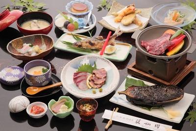 地元で採れた食材を豊富に使用した宿泊者用の会席料理