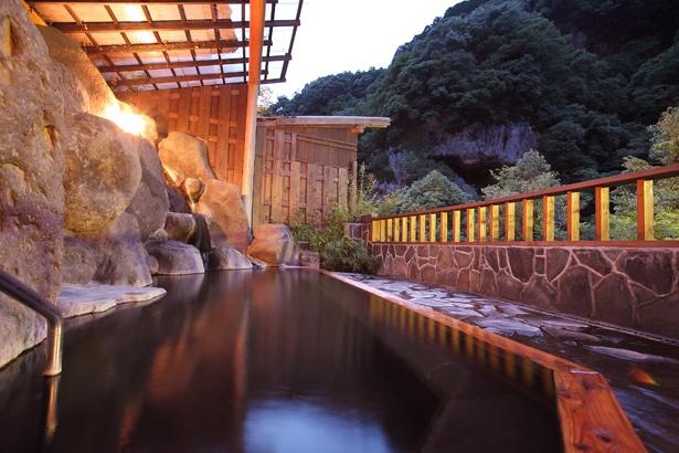 自慢の露天風呂は、夜は貸切りで利用することができる