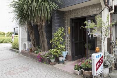 錦通の1本北側、本重町通に位置する「純喫茶クラウン」。店名の由来はトヨタ車の名前で、もとは別の店名だったが、クルマが登場してから変えた