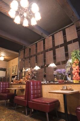 店内のパテーションなどで見られる籐製品は、今となっては貴重な国産籐によるもの