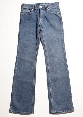 SEIYUは、キッズからシニアまでをターゲ ットにしたジーンズ。ユーズド感を加え、デザイン性が高い