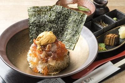 島の人(ゲートラウンジ店)/「ぜいたく海鮮丼 特上」2149円。珍味とお吸い物が付く