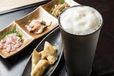島の人(ゲートラウンジ店)/酒の肴には、ほっけ378円、生珍味3種盛432円がおすすめ