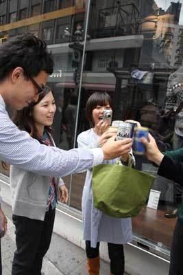 渋谷の街角で乾杯