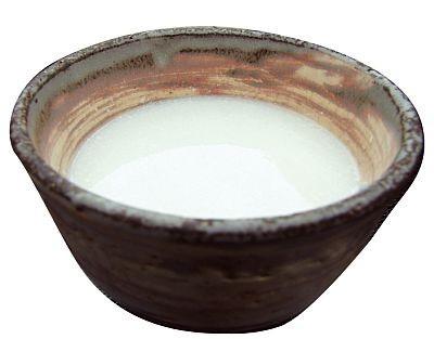 「団五郎茶屋」の甘酒(200円)。とろみがあり冷めにくいので、初詣で冷えた体を芯から温めてくれる