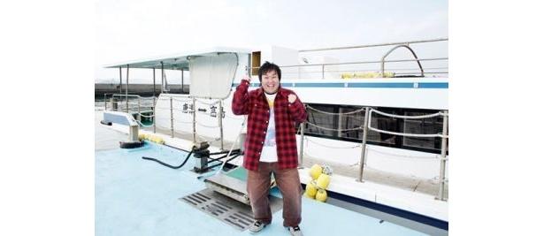 唐津城下の渡船場から定期船に乗り込み約10分で高島に到着