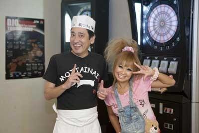 DVD『ルー大柴の藪からスティックそば屋』では、漫画家・浜田ブリトニーさんとも共演