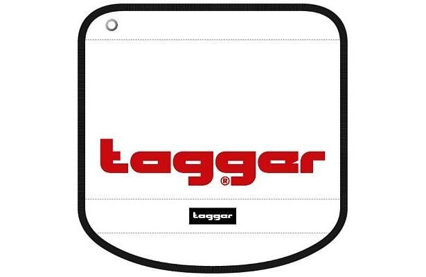 """""""tagger""""のロゴが入ったフラップ。「CREW(大)」(3360円)、「FLOW(小)」(2835円)"""